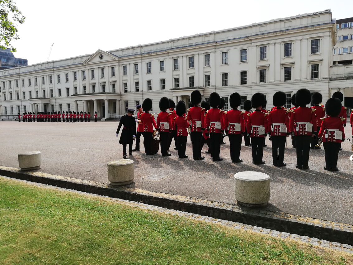 Wellington Barracks inspectie Buckingham Palace